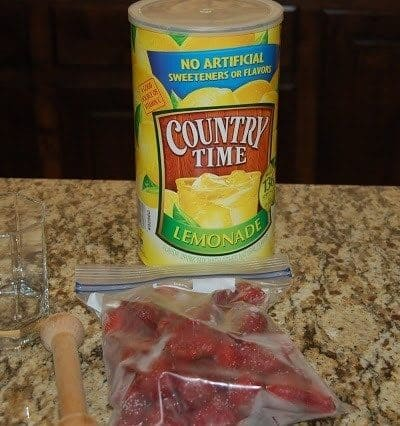 Deliciously Easy Strawberry Lemonade Recipe