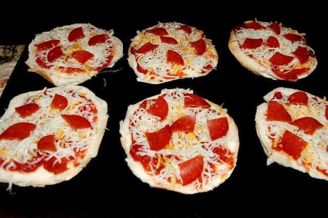 hamburger bun mini pizzas