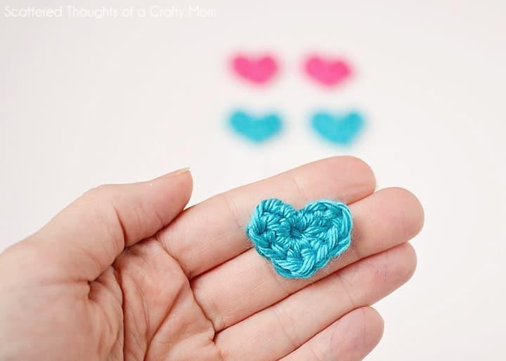 Make these super easy Teeny Tiny crochet hearts! #Crochet #hearts