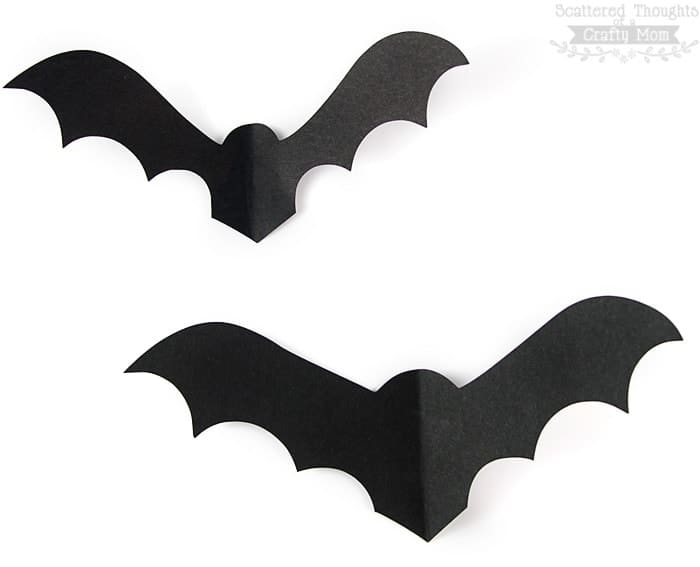 Bats on the Wall!  This free Paper Bat Template is a perfectly spooky Halloween decorating project. (bat template