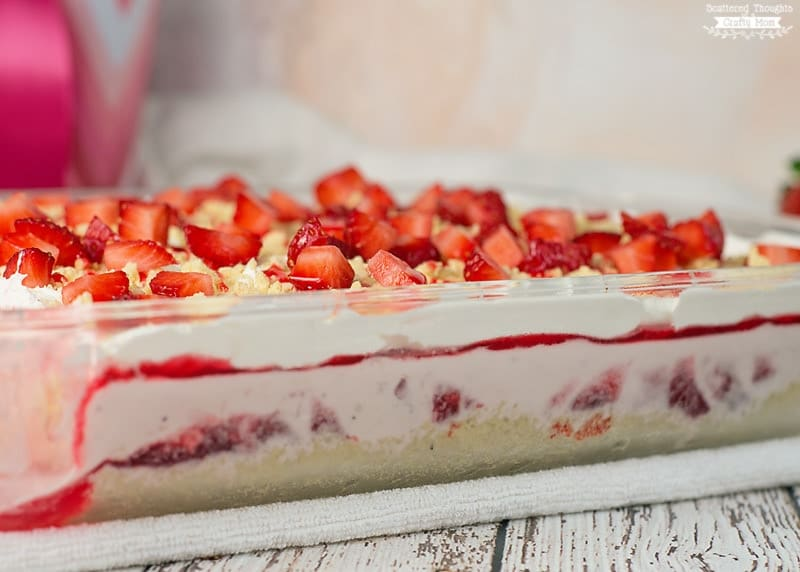strawberry ice cream cake with oreos