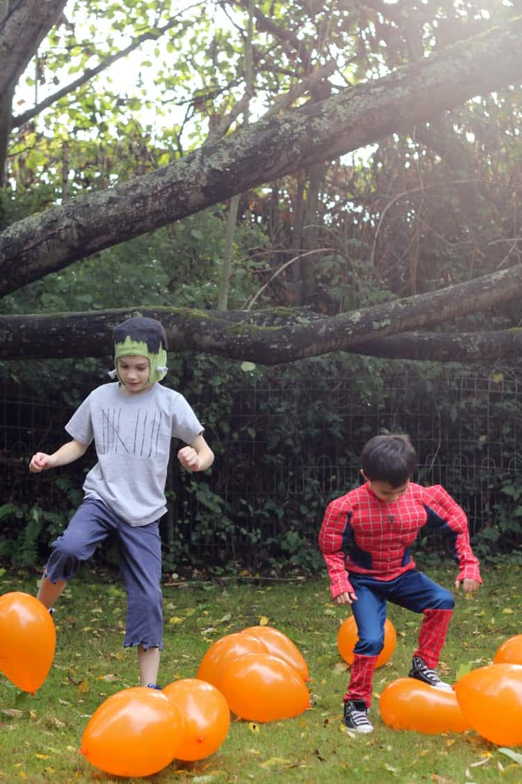 halloween Games - pumpkin patch stomp