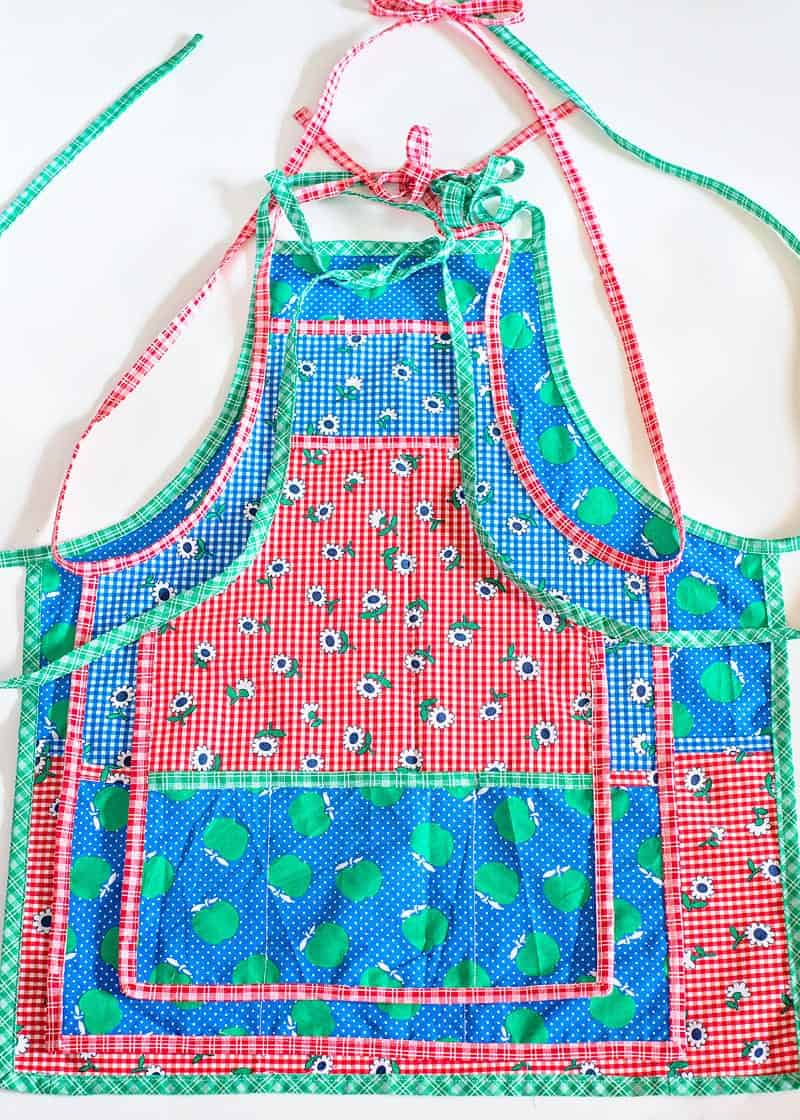 Learn how to sew an Apron with this free apron pattern. Available in 3 sizes: toddler/child tween and adult!