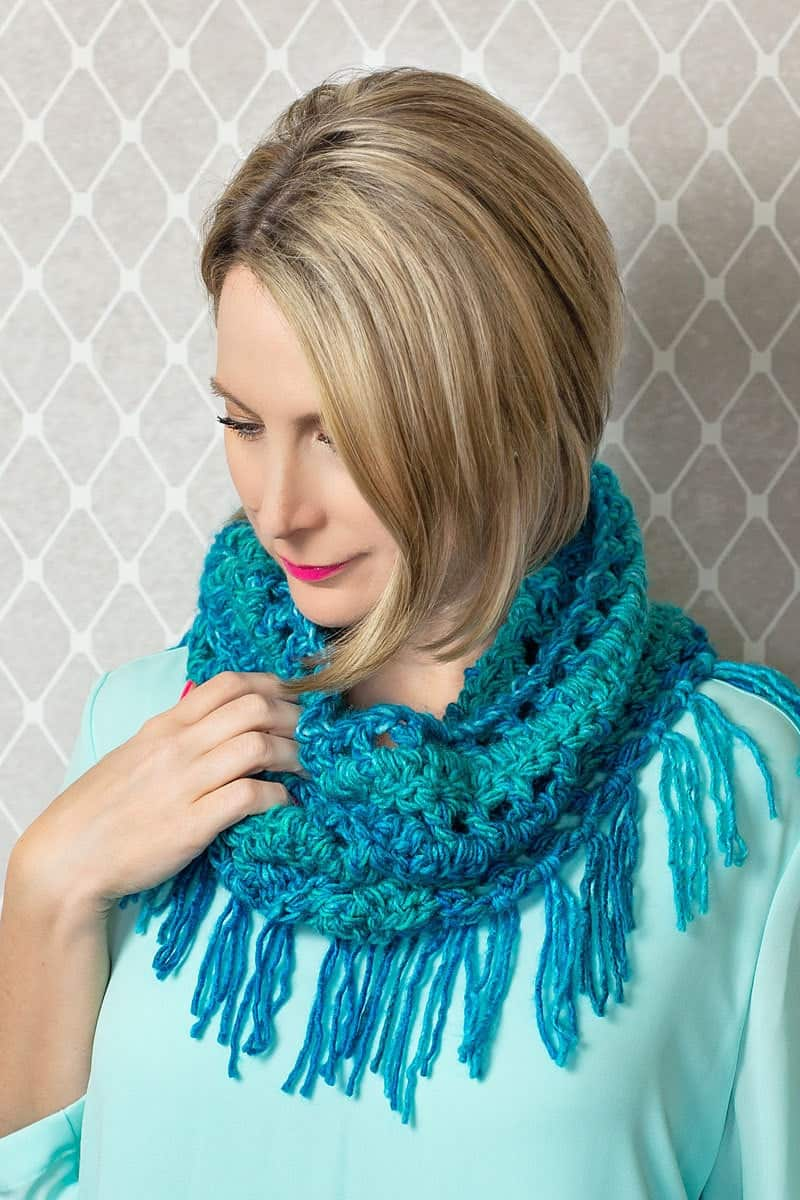 How to crochet a scarf with tassels (fringe)