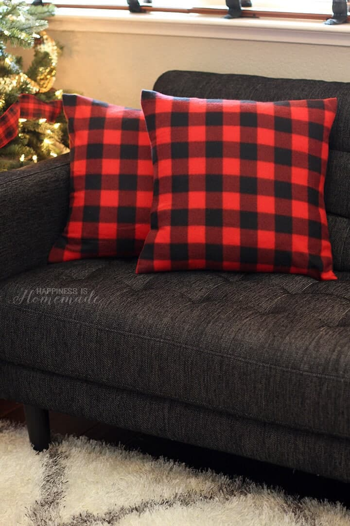 Throw pillow cover tutorial from fleece blankets