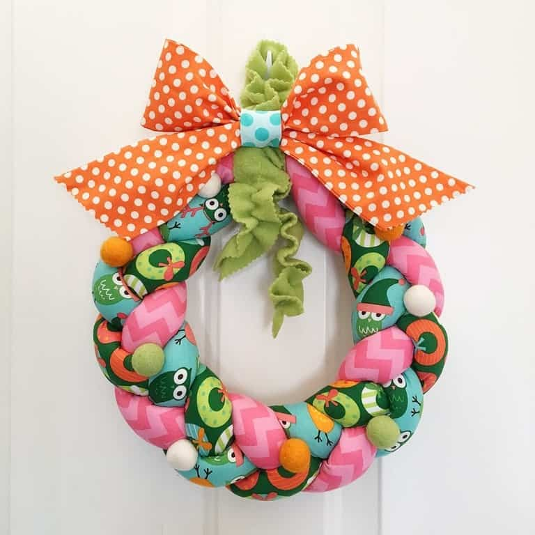 Braided Christmas wreath - Christmas crafts to make and sell - plus 37 more cute Christmas things to sew