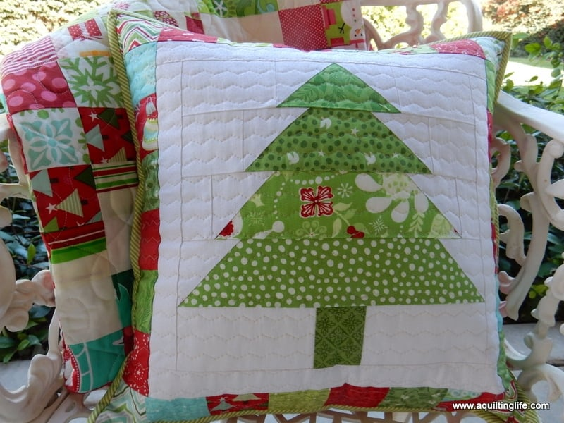 patchwork tree pillow - Christmas crafts to make and sell